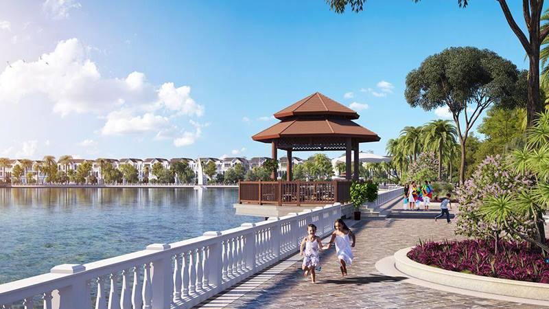Đường đi bộ quanh hồ trong khuôn viên hồ điều hòa của Vinhomes Riverside - The Harmony